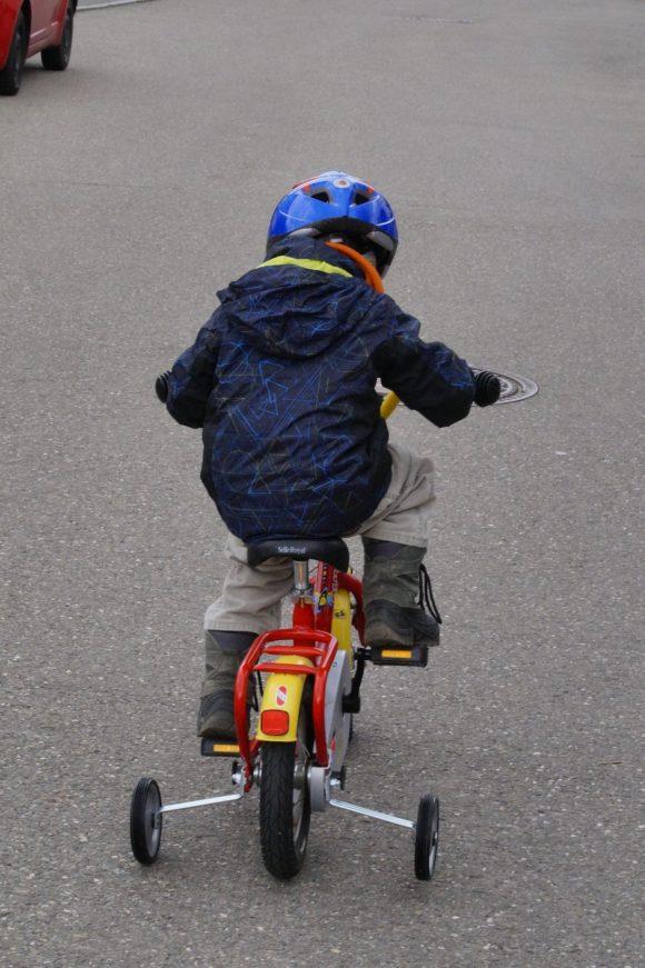 Att lära sig cykla är klimatsmart. Bild: Pixabay