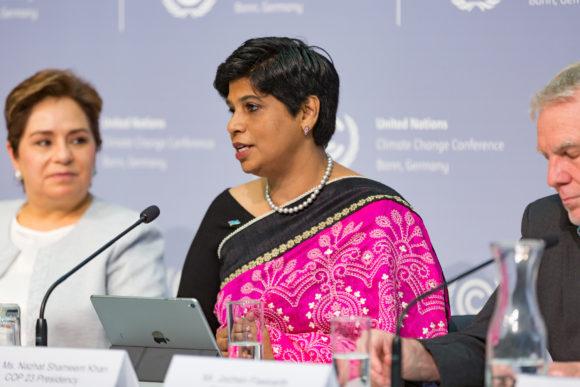 COP, the Conference of the Parties, här symboliserat av representanter för UNFCCC, Fiji och Tyskland