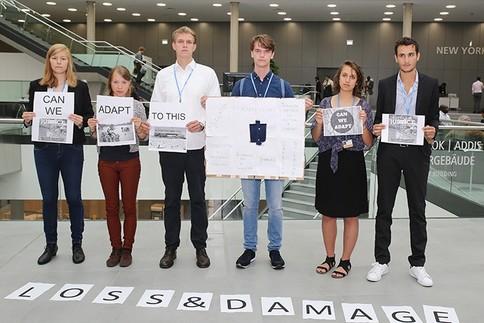 YOUNGO uppmärksammar att Loss and Damage saknas i klimatförhandlingarna under klimatmötet i Bonn 2015. Källa: Eco-Business/IISD