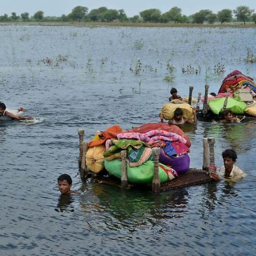 Pakistani villagers evacuate household items in a flooded area of Umerkot on September 16, 2011. The United Nations said that it was stepping up aid to Pakistan, where monsoon floods have killed 270 people, affected over 5.5 million others and destroyed 1.1 million homes. AFP PHOTO/STR