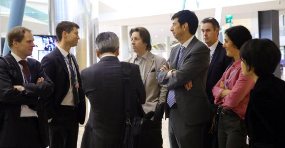 Delegater från the Umbrella Group överlägger under klimatförhandlingarna. Källa: IISD