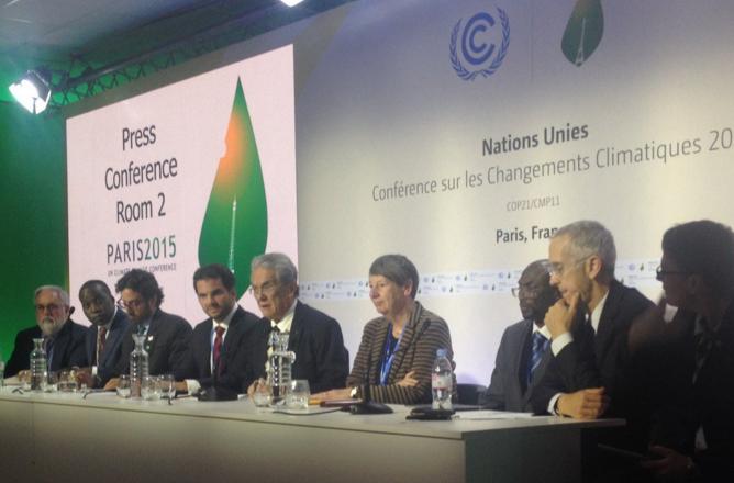 High Ambition Coalition presenterar sig på en presskonferens på COP21 i Paris.