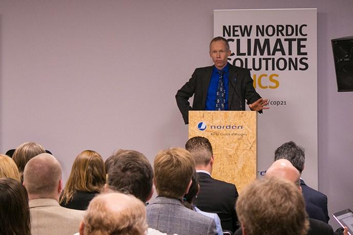 Johan Rockström talar om Fossilfritt Sverige på COP21 i Paris 2015. Bild: Hanna Björnfors/Regeringskansliet