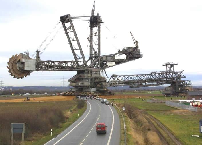 "Kolbagge - en gigantisk grävmaskin. På engelska kallad ""Bagger""."