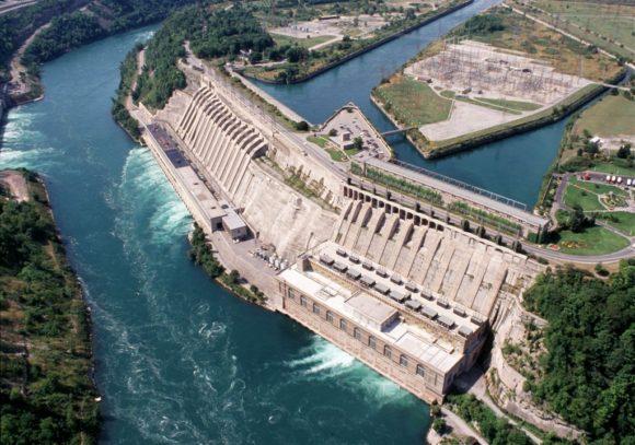 Det kanadensiska vattenkraftverket Sir Adam Beck Generating Complex, vid Niagarafallen, använder pumpning för att lagra energi. Bild: Ontario Power Generation