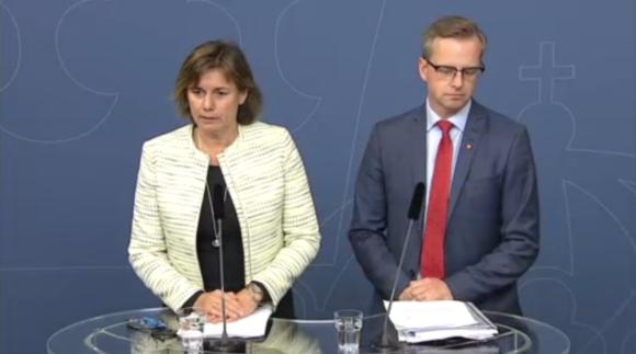 Klimatminister Isabella Lövin och Näringsminister Mikael Damberg presenterar försäljningen av Vattenfalls kolgruvor och utsläppsbromsen. Bild: Regeringskansliets webb-TV