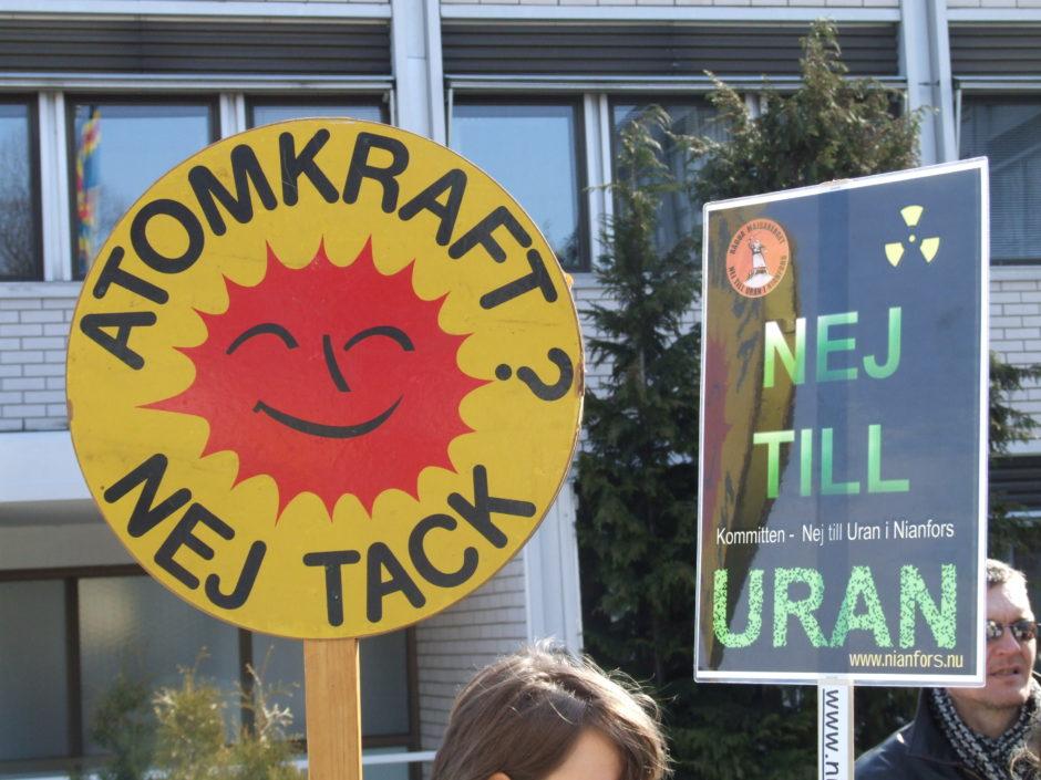 """Kärnkraft kallades tidigare för atomkraft, vilket många känner igen från protestskylten/protestknappen """"Atomkraft - nej tack"""". Bild: Aktionsgruppen för ett atomkraftsfritt Åland"""