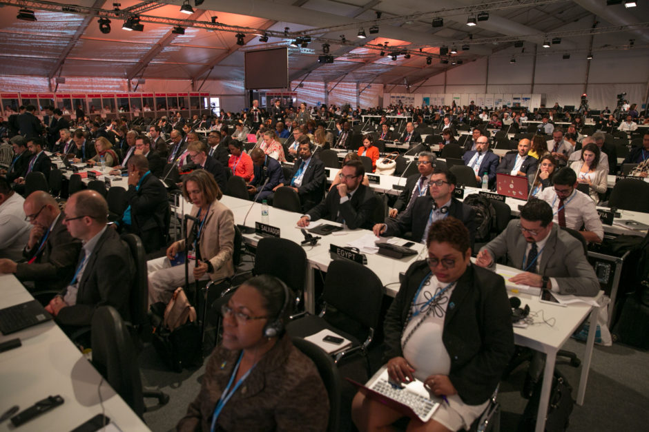CMA – Conference of the Parties serving as the meeting of the Parties to the Paris Agreement – höll sitt första möte i plenum på COP22. Bild: IISD/ENB | Kiara Worth